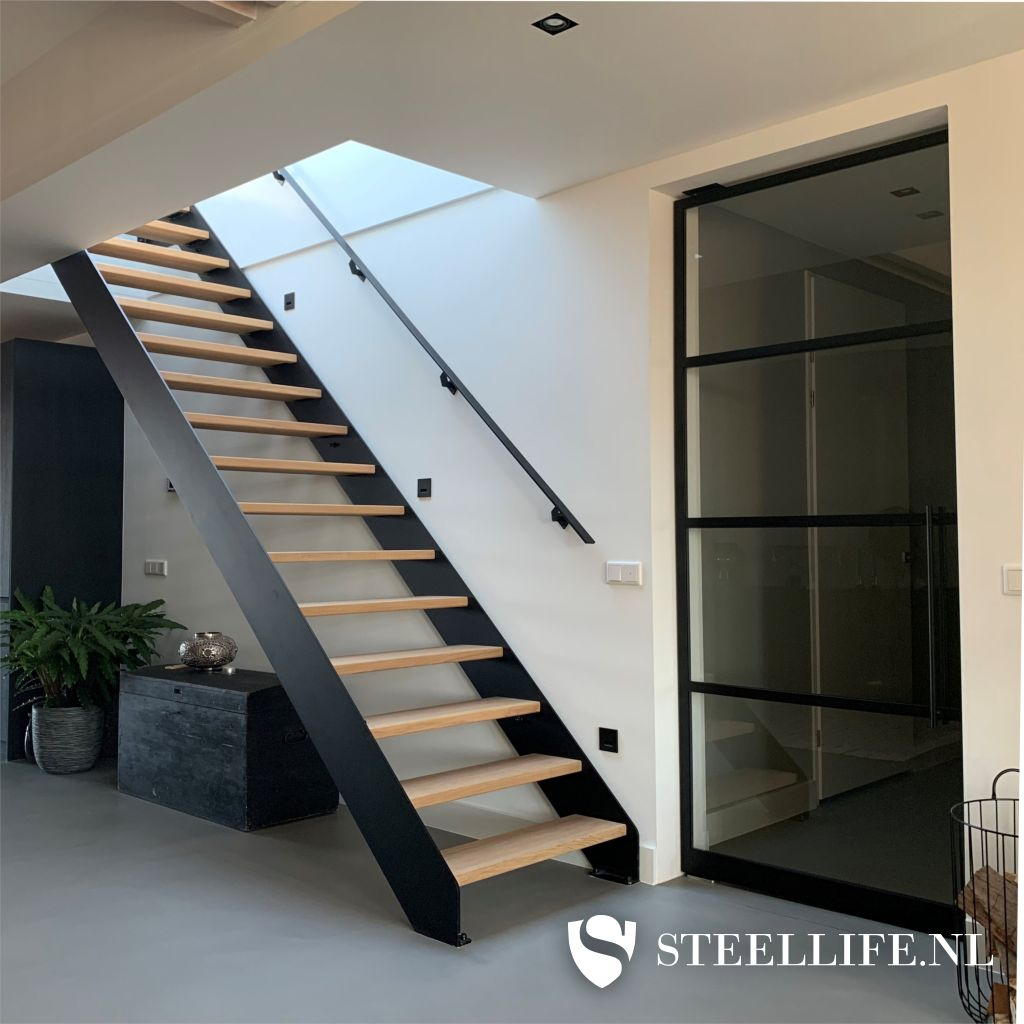 Wonderbaarlijk Stalen trap, metalen trappen met houten of glazen traptreden? MG-45
